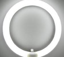 近視の原因に蛍光灯